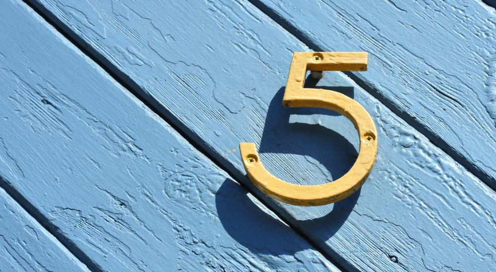 Image of numeral 5 on a blue background